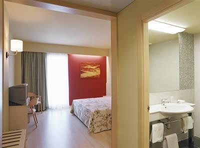 hotel tramuntana la jonquera espagne. Black Bedroom Furniture Sets. Home Design Ideas