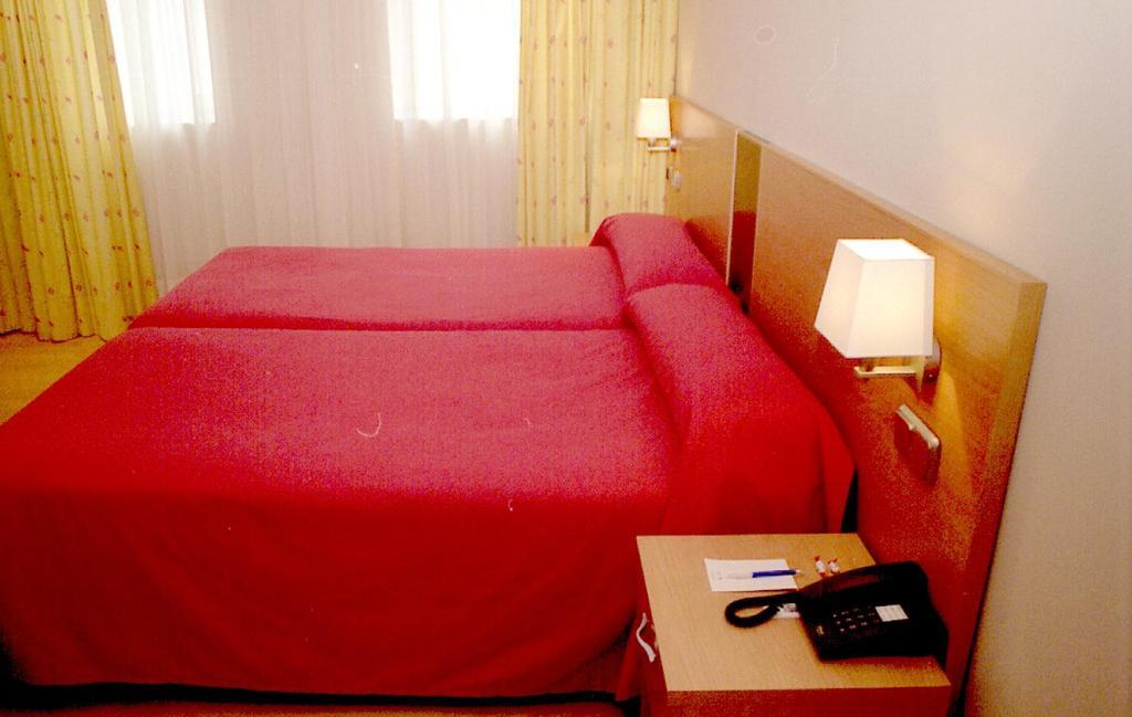 Hotel husa puerta de san pedro lugo espa a - Hotel puerta de san pedro lugo ...