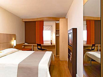 Hotel ibis paris porte d 39 orl ans montrouge france - Ibis paris porte d orleans montrouge ...