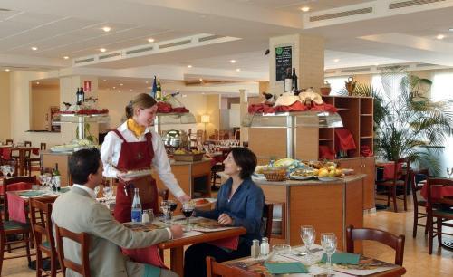 Hotel campanile barcelona barber del vall s espa a - Muebles barbera del valles ...