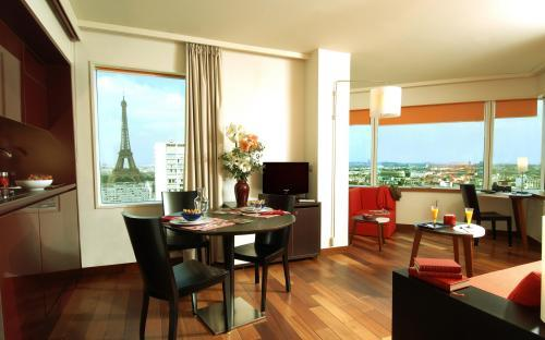 Hotel adagio city aparthotel tour eiffel paris 15e for Reservation hotel adagio