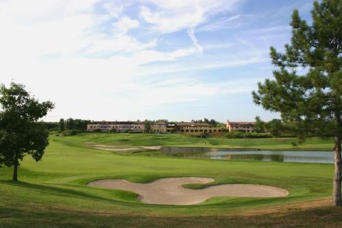 Hotel le robinie golf resort varese italia - Piscina solbiate olona ...